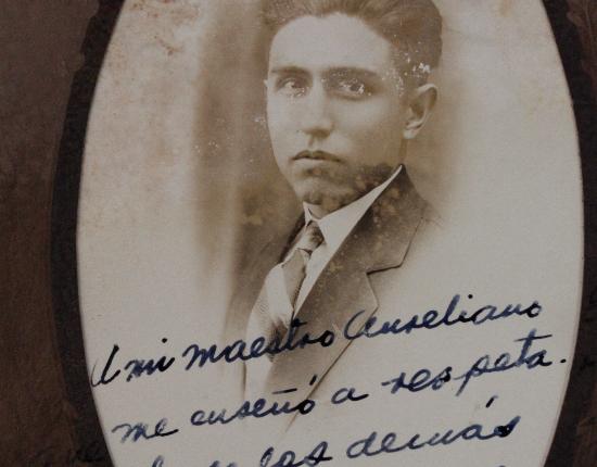 Fotografía estudiante. Fondo 143. Aureliano Gómez. Archivo Histórico Juan Agustín de Espinoza, Ibero Torreón.