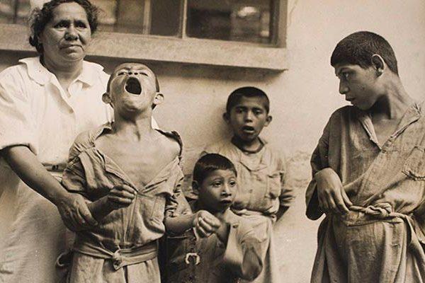 Untitled, La Castañeda psychiatric hospital, Mixcoac, México, 1944. Archivo Privado de Fotografía y Gráfica Kati y José Horna, citado en https://artblart.com/tag/mathias-goeritz/